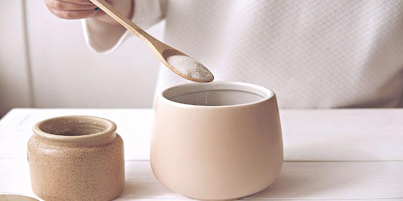 cucchiaino di zucchero bianco